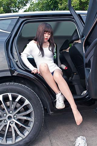 小姐姐车上脱穿丝足