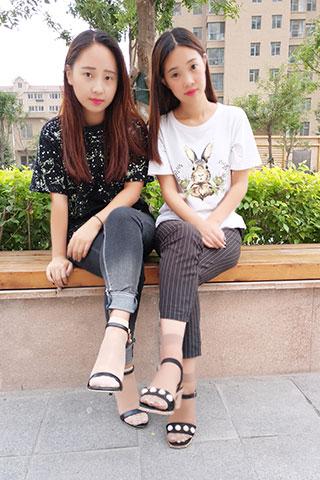 两少女短丝脚