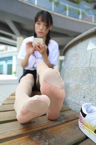 少女板鞋の肉丝脚