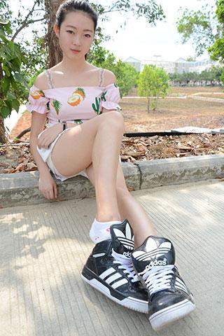 少女校园球鞋の棉袜脚