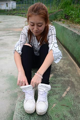 少女操场球鞋の棉袜脚