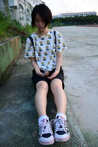 可爱学妹的中裤の棉袜脚