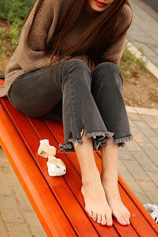秋日公园白船袜脚