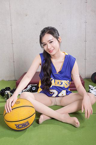 球服学姐玩篮球