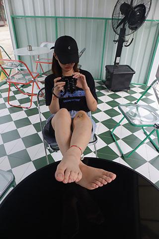 大学生素萍学妹的38码修长美脚